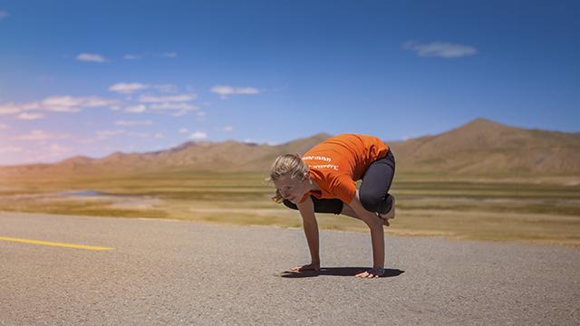 Стойки и балансы на руках в йоге: фото и видео балансов на руках ... | 360x640