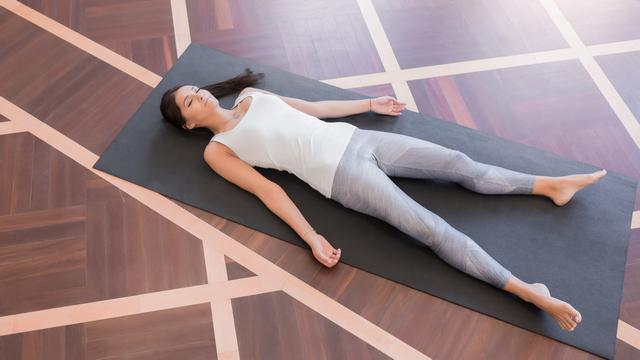 Поза Шавасана в йоге: польза и техника выполнения. Шавасана — поза для  расслабления